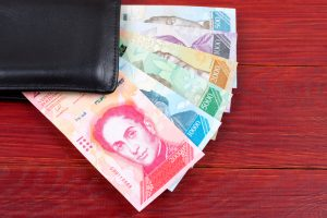 Venezuelans to Be Paid at Least Half a Petro a Month